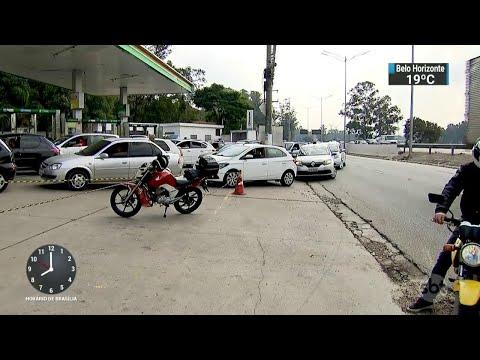 Motoristas enfrentam longas filas em postos de todo o país | SBT Brasil (25/05/18)
