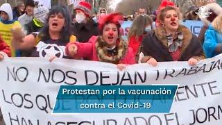"""""""Pese al incremento de casos de Covid que se vive en España, miles de """"negacionistas"""" vitorearon consignas en contra de las medidas de confinamiento y la aplicación de la vacuna contra el virus"""