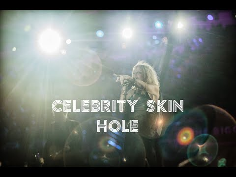 Tanner and Drew - Courtney Love Performs 'Celebrity Skin' With 1,500 Musicians