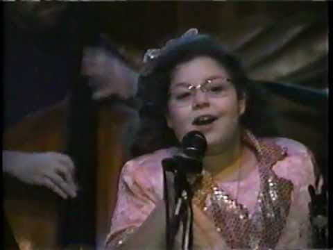 CHICAGO Jazz vocalist EMILY HADDAD (age 10) @ the legendary GREEN MILL