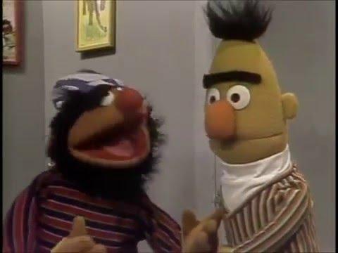 Sesame Street - Ernie's Disguise Kit (FULL)