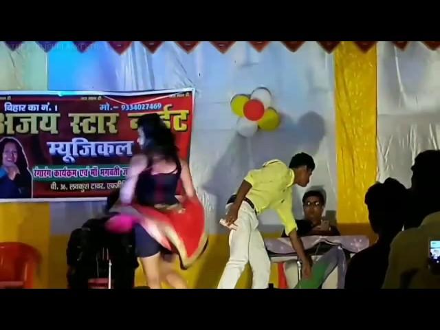 बॉलीवुड के सुपरहिट गाने पर बहुत ही शानदार नृत्यकला का प्रदर्शन।