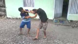 Berkelahi kakak dan adik