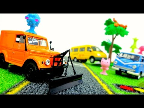 Toy Cars Videos. School Bus And Helper Cars. Toys For Boys #PlayToyTV. Машины помощники.
