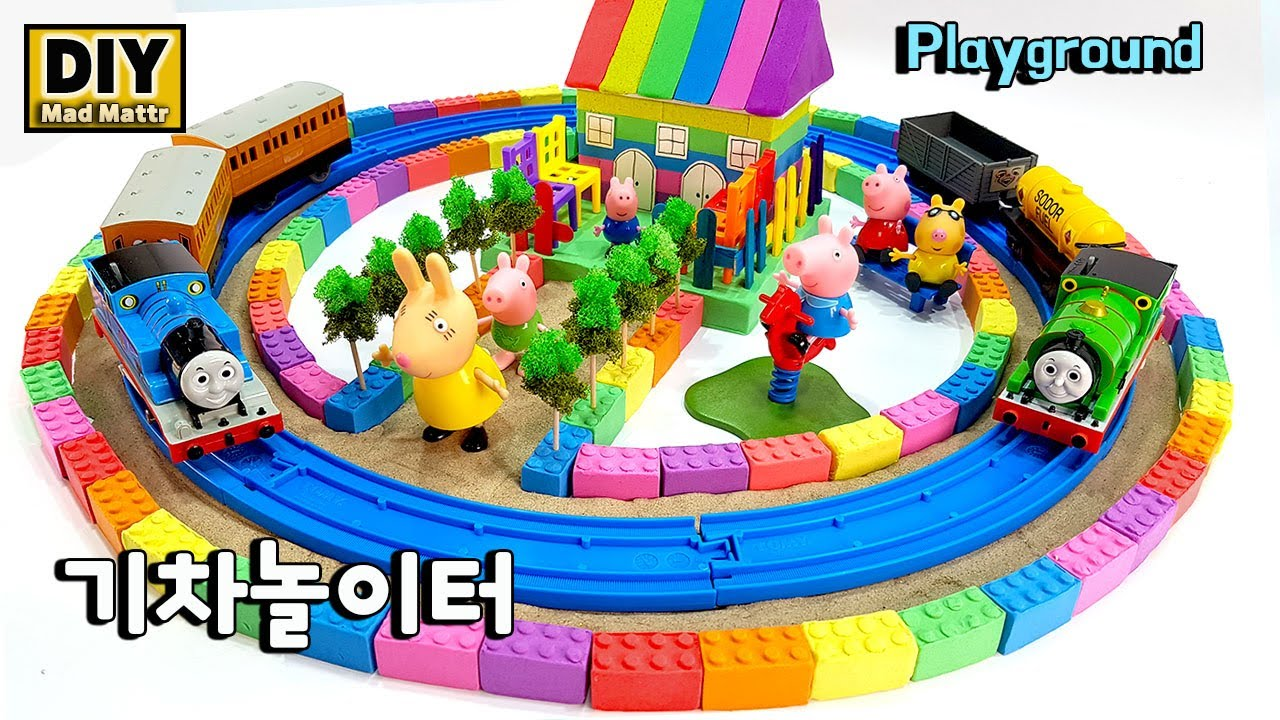 Learn Colors and How To Make Rainbow House On Train tracks playground with Kinetic Sand, Mad Mattr