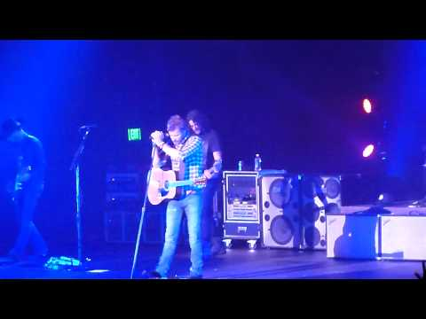 Dierks Bentley  Trying to Stop Your Leaving   Everett, WA  042112