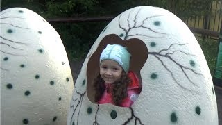 Ulyana and Giant Dinosaurs in Real Life! Family Walk in Dinosaurs park Learning video for kids