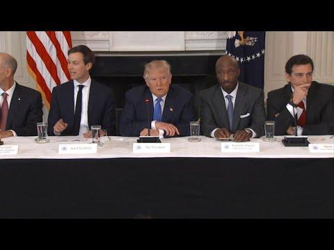 فرانس 24:US business leaders abandon Trump after Charlottesville