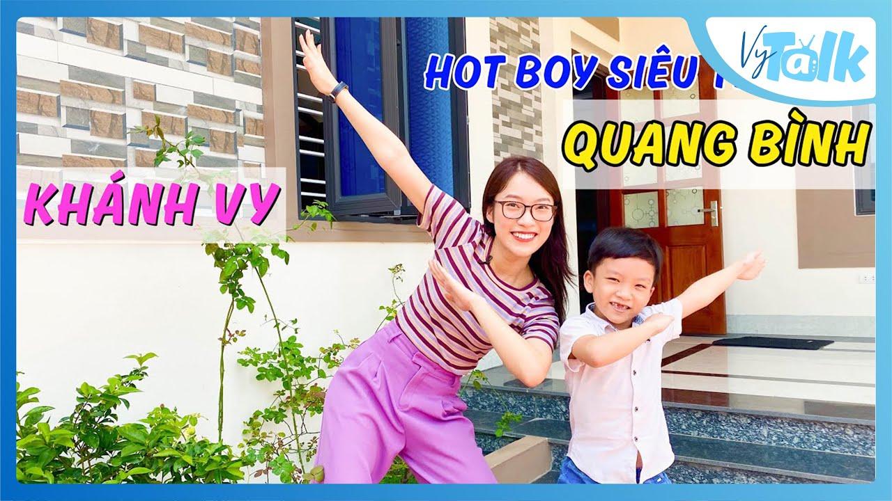 """Hotboy """" Siêu trí tuệ """" Quang Bình khiến Khánh Vy phục vì trình Tiếng Anh cực đỉnh  VyTalk Ep.05"""