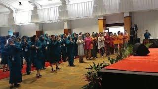 Buka Rakor TP PKK, Iriana Jokowi Unjuk Kebolehan Joget Maumere Bareng Ibu-ibu PKK