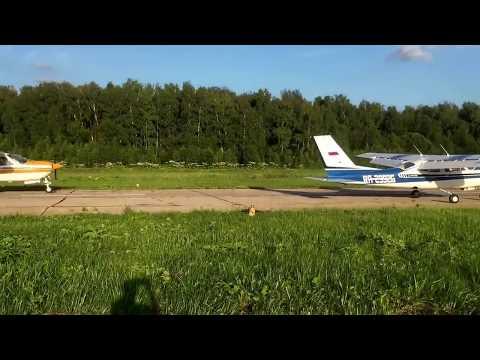 Two Cessna 177RG Cardinal landing
