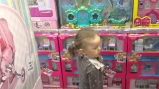 VLOG Шопинг Детские игрушки в магазине Бубль Гум (Южно-Сахалинск, 2015) Shopping Children's toys(Маленькая девочка поехала в магазин детских игрушек