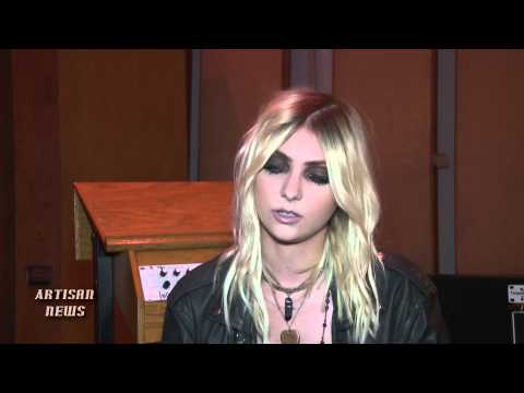 PRETTY RECKLESS TAYLOR MOMSEN BREAKS UP WITH INTERSCOPE, PUTS ON TIE