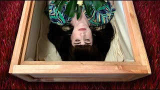 Trying Out a Hawaiian Eco-Casket