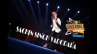 Bollywood Dance Tribute To Amitabh Bachchan-Sachin Singh-INDIAS DANCE KINGS 2018-SEASON-5