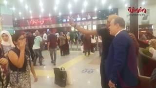 بالفيديو.. الجمهور يُحاصر أشرف زكي في 'مول العرب'