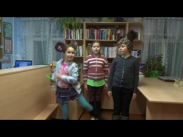Изображение предпросмотра прочтения – «Софья Голышева, Полина Хотемова, Вика Шомысова» читают произведение «Зеркало и обезьяна» И.А.Крылова