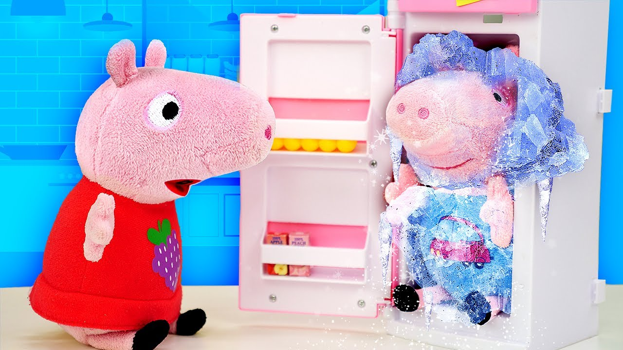 Peppa Pig surveille son petit frère George. Vidéo pour enfants avec jouets en peluche.