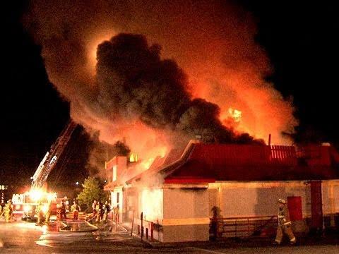 Fire Destroys Mcdonald S Youtube