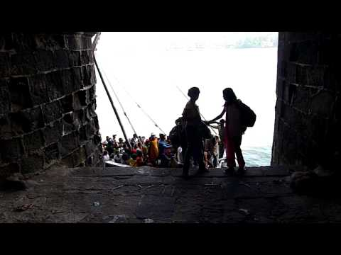 Janjira Fort Fort #1 School Kids exiting boat