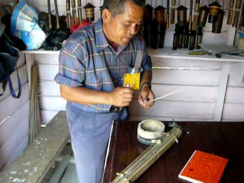 P1270310 Demonstration of a Batak musical instrument