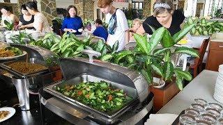 Еда в Китае Хайнань шведский стол в отеле