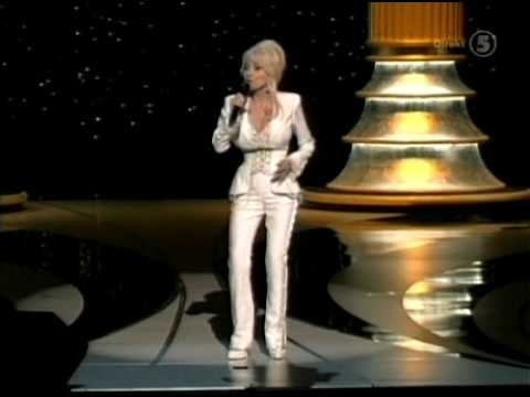 Dolly Parton - Travelin' Thru (Live Academy Awards 2006).avi
