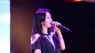 Khi idol Kpop đang hát bị tắt nhạc!!(part 1)