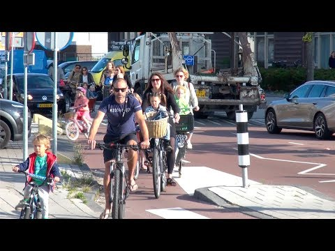 Watch as 100s of Kids & Parents Bicycle to one Amsterdam School
