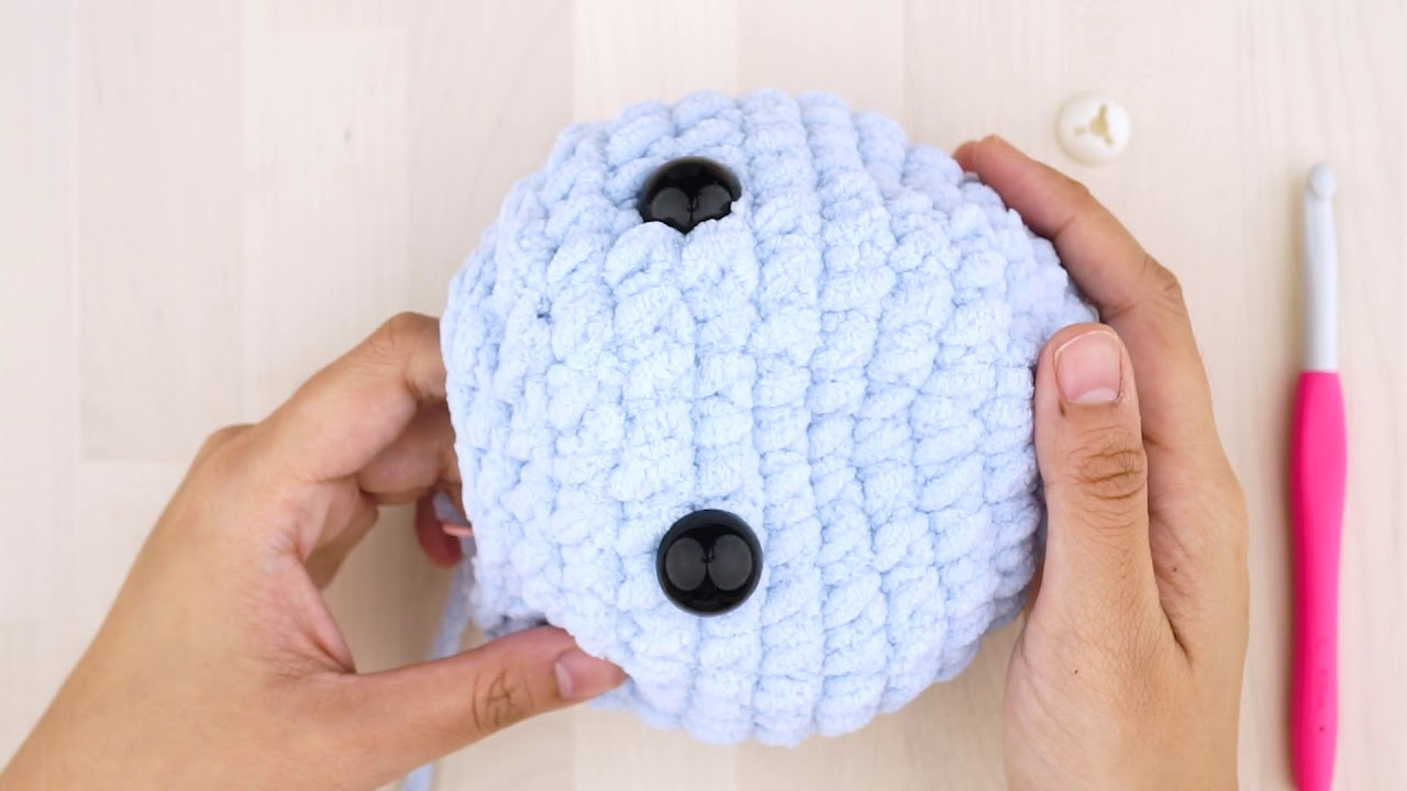 How to add adorable felt eyes to your amigurumi | Crochet eyes ... | 720x1280