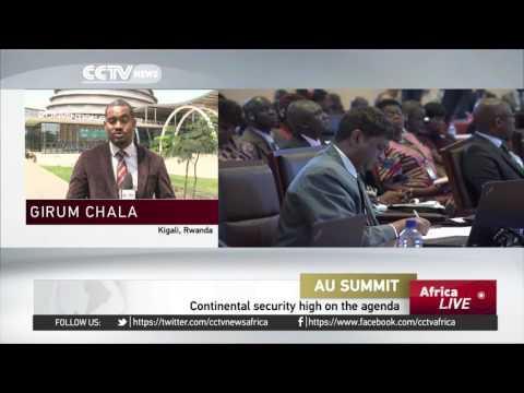 Al-Bashir arrives in Rwanda for AU summit