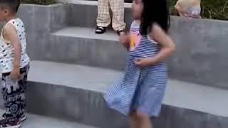 Foodie XiaoMan 超萌小吃貨~小蛮殿下今天被姨姨帶了去跳廣場舞😂🌹💖💃🏻 #54個月 #dance #baby #eatingmachine #小蛮 #xiaoman