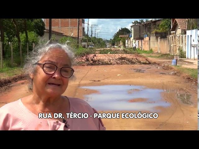 Rua interditada pelos moradores. Protesto - Porto Seguro-Bahia