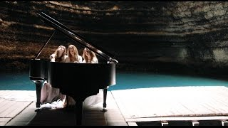 Clair de Lune for 3 pianists- The 5 Browns