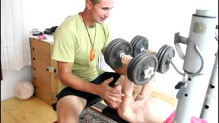 Giuliano pushed the chest with dumbbells