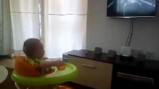 Najmladji Mayin fan uziva u pesmi To Me Radi - (Private 2016)