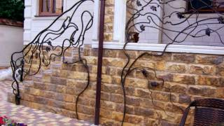 видео Кованые перила для лестниц, изготовление кованых перил, различные стили в художественной ковке метала