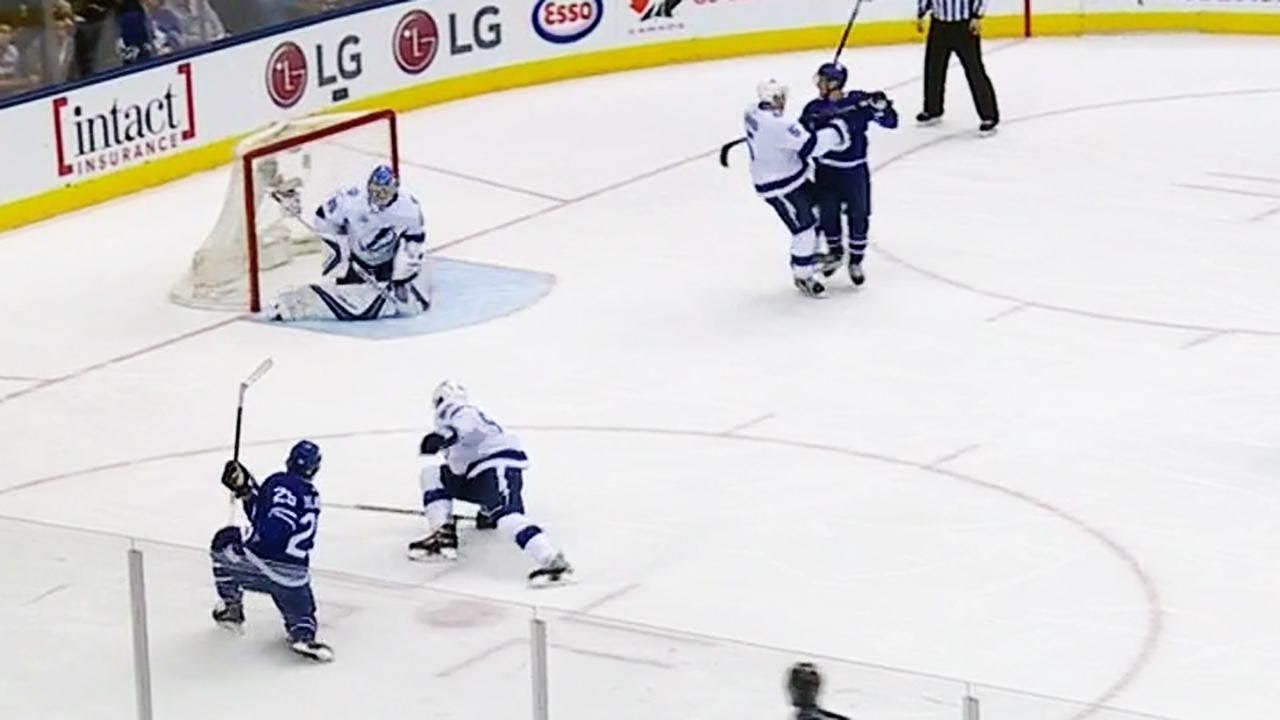 William Nylander goes top corner after no-look pass from Auston Matthews