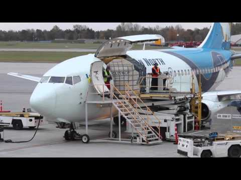 Classic Boeing 737-200 Combi Unloading - Passengers & Cargo - Canadian North Airlines