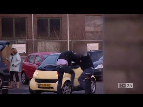 Vechtpartij John v/d Heuvel | De 25 brutaalste tv persoonlijkheden