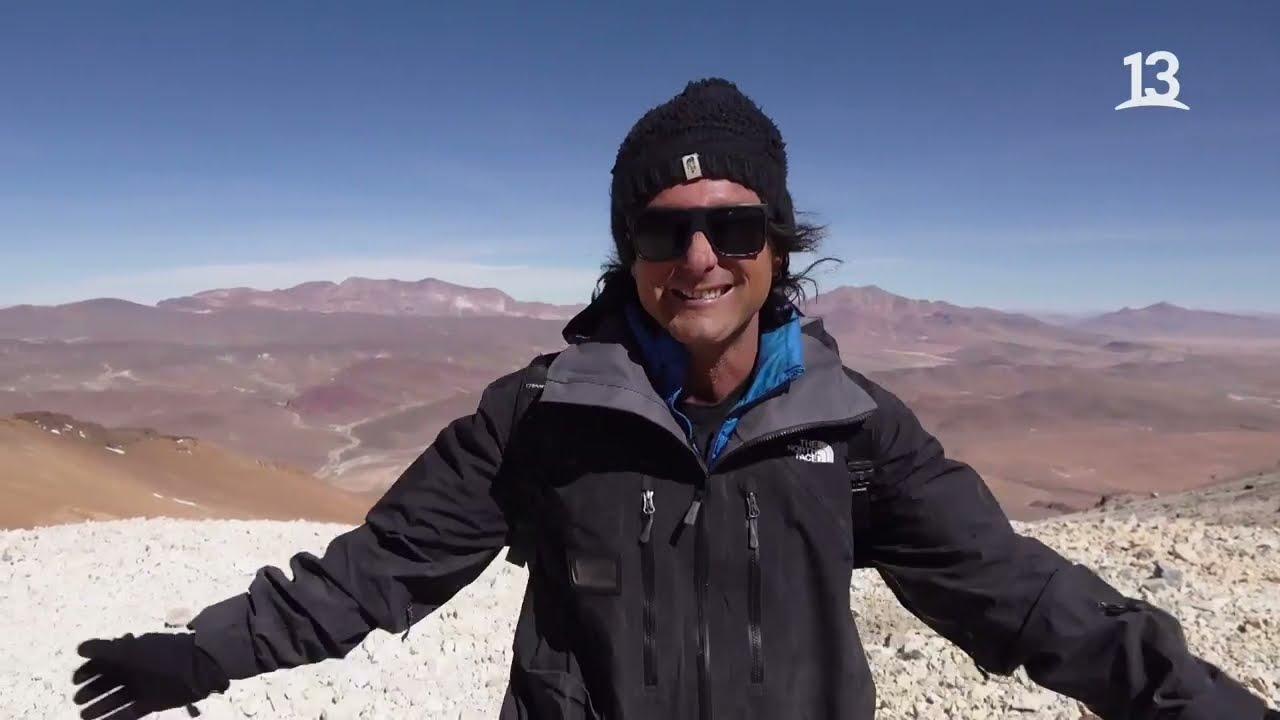 Una Laguna de ojo verde en medio del Altiplano chileno