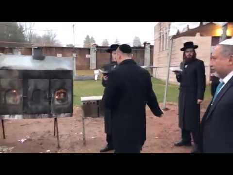 Israeli Defense Minister Avigdor Lieberman At Ribnitzer Rebbe's Grave in Monsey