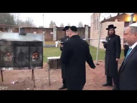 Israeli Defense Minister Avigdor Lieberman At Ribnitzer Rebbe's Grave In Monsey