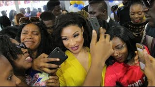 Tonto Dikeh Causes A Stir With Her Outfit, Got People Talking As  Fans Rush To Take Selfie With Her