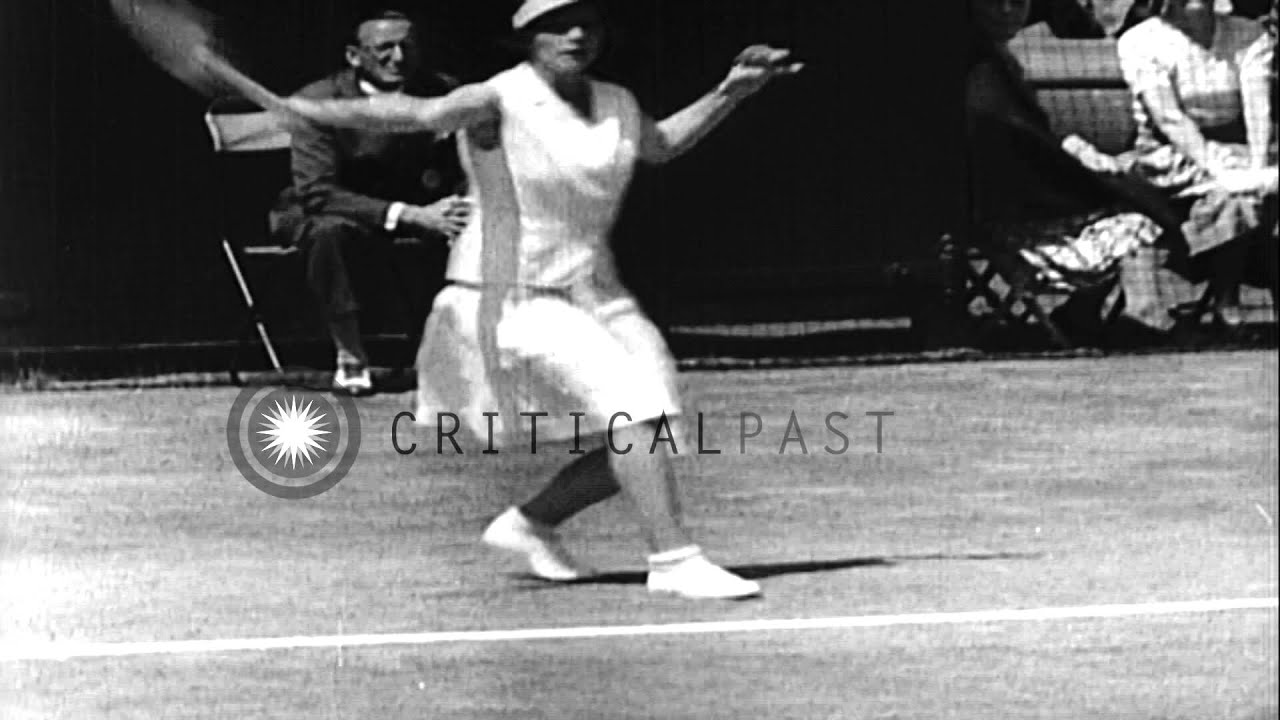Spectators watch as Helen Jacobs and Helen Wills Moody duel in a
