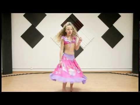 Je chante et danse waka waka de shakira (BERTHAUXgigi)