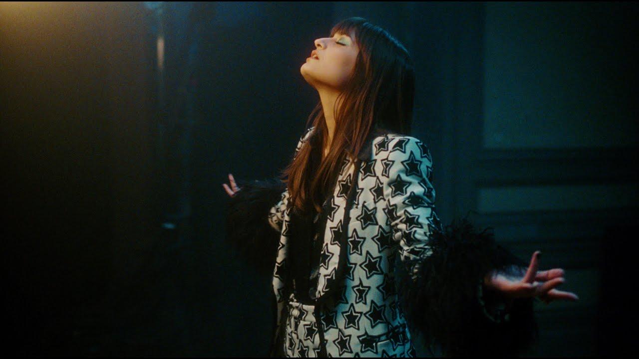 Download Clara Luciani - Respire encore (Clip Officiel)