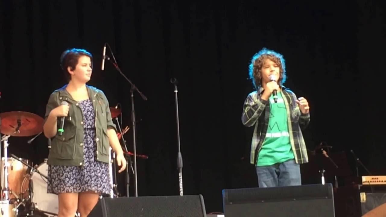 Gaten Matarazzo (Dustin on Stranger Things) sings
