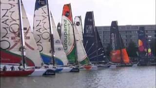 Catamaran iShares Cup 2009 in hartje Amsterdam