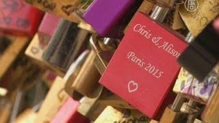 «Замки любви» перестанут вешать на мосту в Париже (новости)